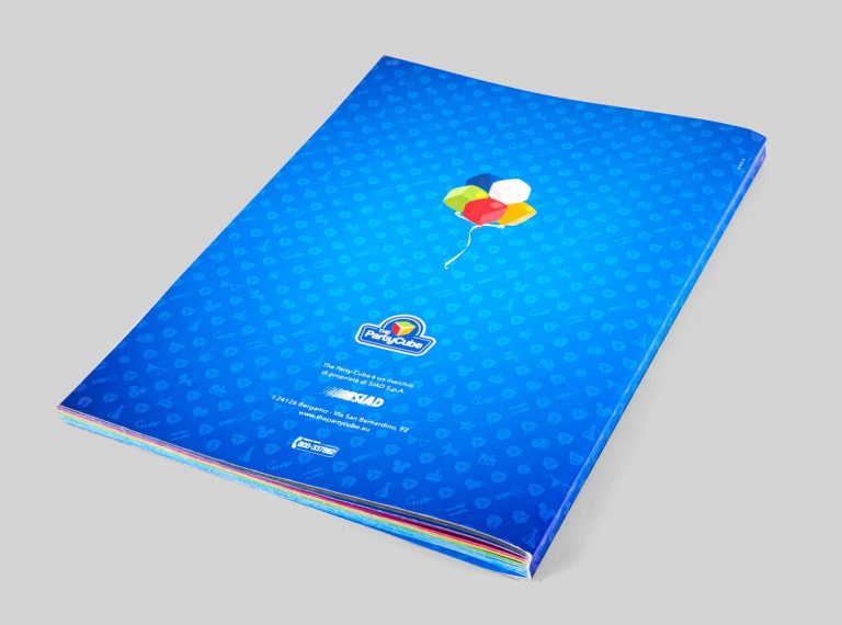 grafica catalogo the party cube logo branding